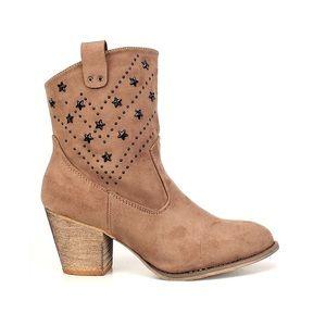 Shoes - ARRIVED‼️Beige Cowboy Booties! 👢
